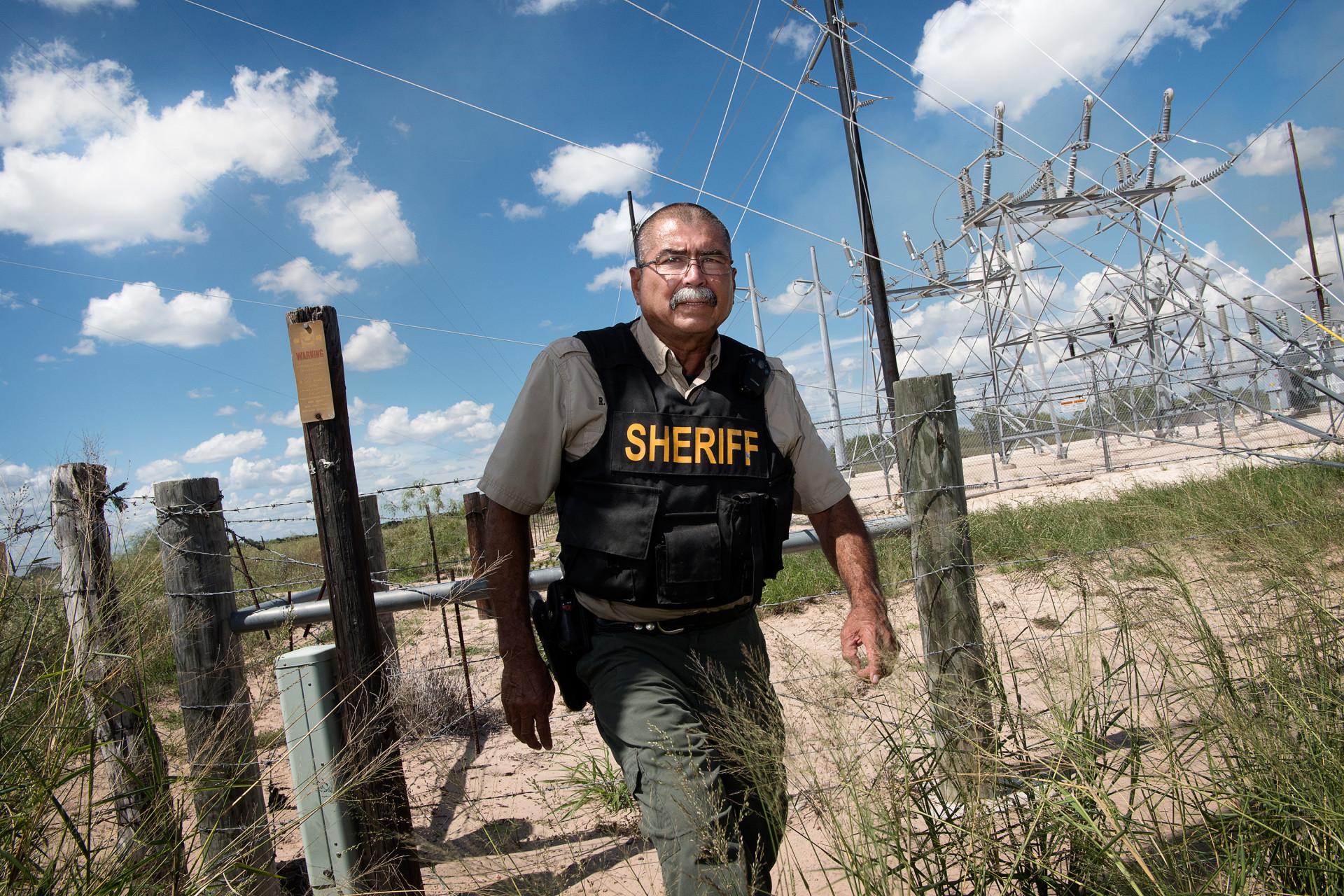 """Urbino Martinez, sheriff i Brookes County säger att normalpriset ligger på mellan 5 000 och 10 000 dollar beroende på hur mycket """"service"""" som ingår."""